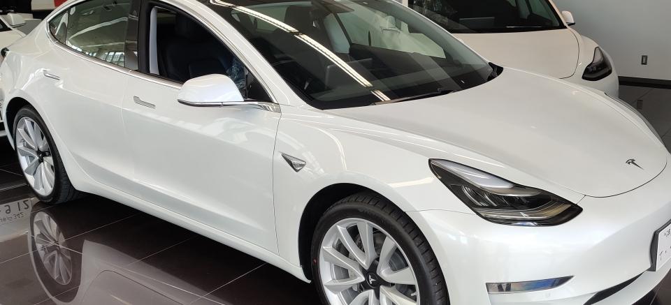 2位:電気自動車 テスラ Model3
